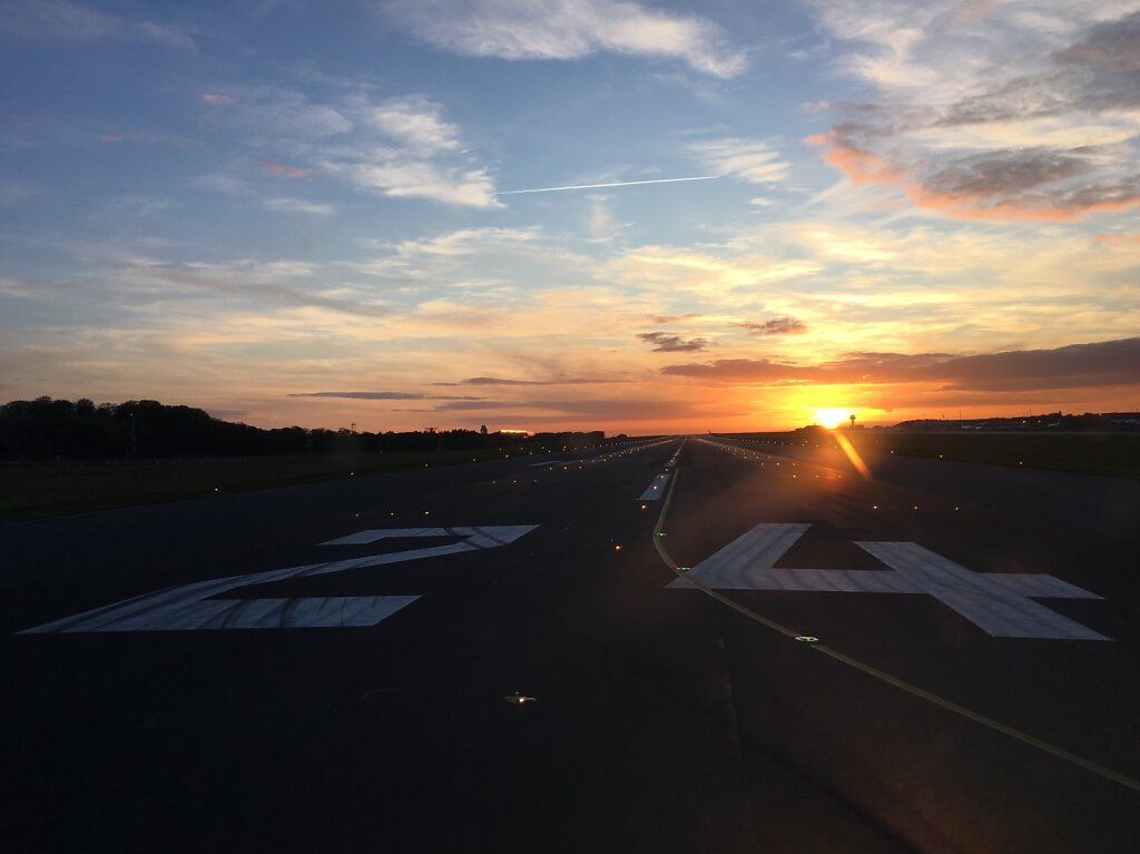30.10.2017 Luxemburg - München   Runway 24 cleared for takeoff