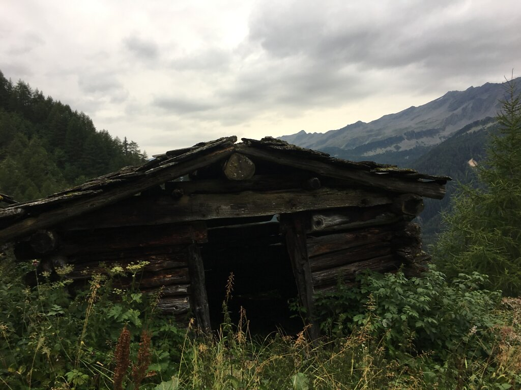 10.08.2018 Verlassenes Dorf am Weg