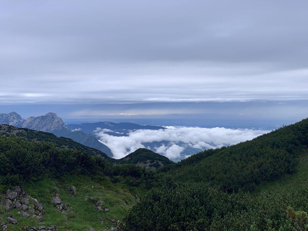 04.08.2021 Der Nebel hängt im Tal