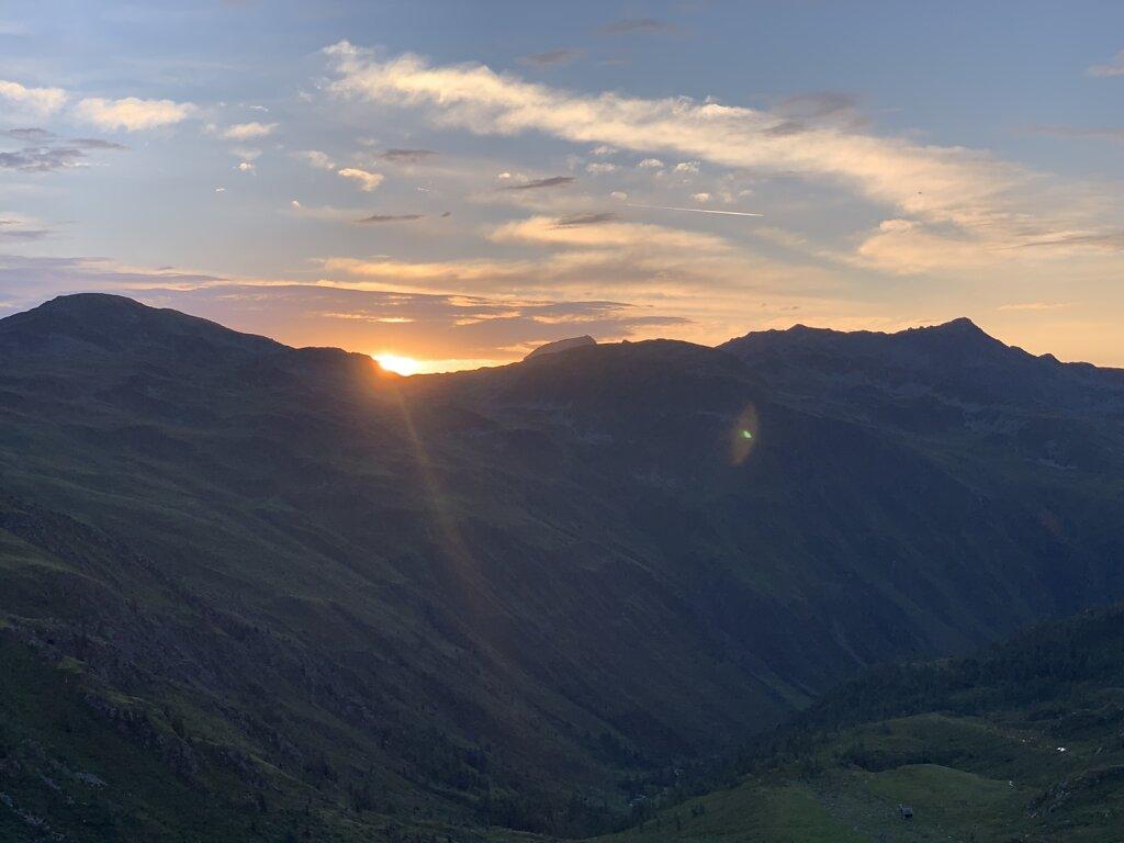 16.08.2021 Die Sonne schaut über die Berge